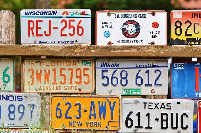 崖の上のポニョでリサの車のナンバーが333の理由!車種についても